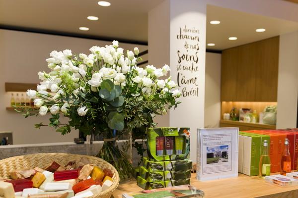 premium beauty news natura brasil ouvre sa nouvelle boutique dans le marais paris. Black Bedroom Furniture Sets. Home Design Ideas