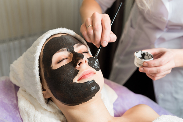 Les ventes de masques ont augmenté de 12% en 2017 dans le secteur de la  beauté sélective, portées par la tendance de la K-Beauty. 35fc6ef10832