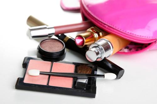 Dans un contexte difficile on assiste ainsi à une forte hausse des ventes de  maquillage multi-usages de prestige (+128,4%). 3ac96914364d