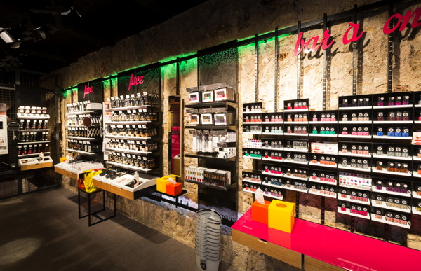 Premium beauty news e l f ouvre sa premi re boutique en france - Magasin deco chatelet ...