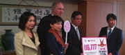 Dr Nick Palmer (centre) from Cruelty Free International at the meeting with Minister Norihisa Tamura. Also present are Ms Junko Mihara MP (left), Ms Hiromi Kamekura of JAVA and Mr Takeshi Fukumoto, President of The Body Shop Japan.