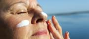 The use of sunscreens to prevent skin cancer or in anti-aging skin care products has accelerated in recent years. Photo : © Rob Bayer / shutterstock.com