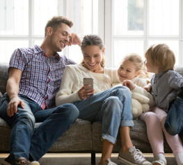 Consumers habits are shifting to revolve around in-home consumption. Looking for increased convenience, consumers try to keep control over their personal data and privacy at the same time. (Photo: shutterstock.com / © fizkes)