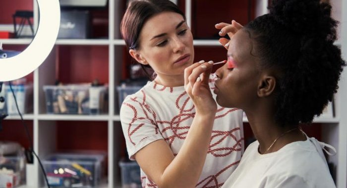 Prêt à venir co-créer votre maquillage à Paris ?
