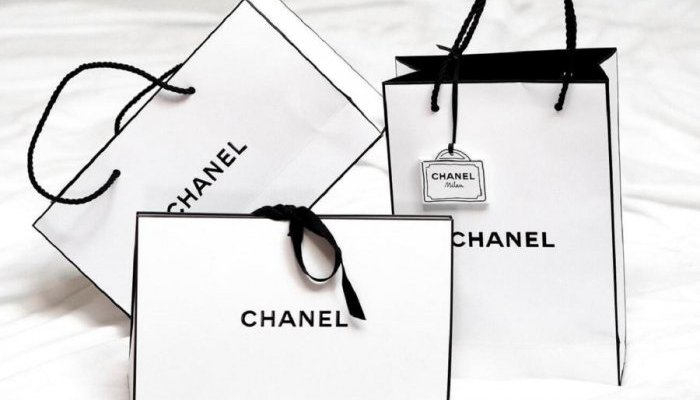 Consumers value luxury product luxury brand packaging