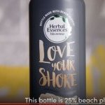Screenshot from the YouTube video 'Herbal Essences and TerraCycle Create the Brand's First-Ever Beach Plastic Bottle' - Photo : © Courtesy of Herbal Essences / YouTube