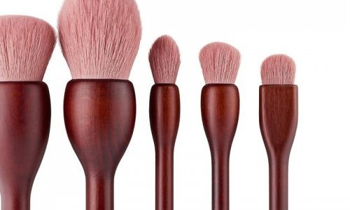 Cosmogen removes metallic parts from Sephora's new brush set