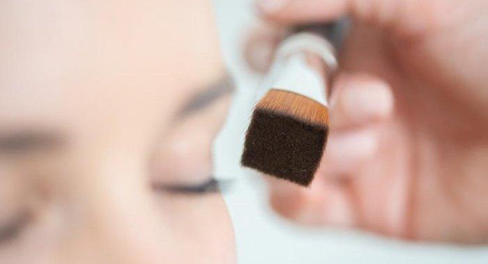 Raphaël Makeup Brushes innove avec un pinceau de maquillage à section carrée