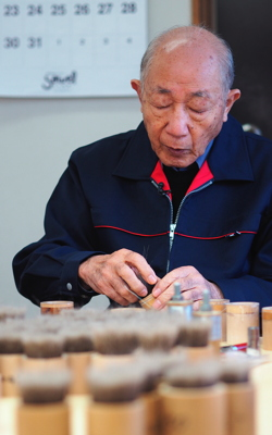 Mr. Takemori, President of Chikuho-Do. The company, located in Kumano, about 20 km from Hiroshima, was created by his father in 1952. © Karyn Nishimura-Poupee / AFP