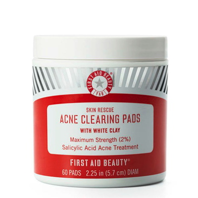 First Aid Beauty Skin Rescue Acne Clearing Pads with White Clay. Photo: © Courtesy of First Aid Beauty