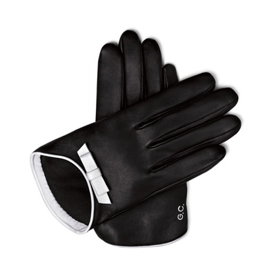 "The perfumed gloves ""La Petite Robe Noire"" by Guerlain and Maison Agnelle. © Guerlain"