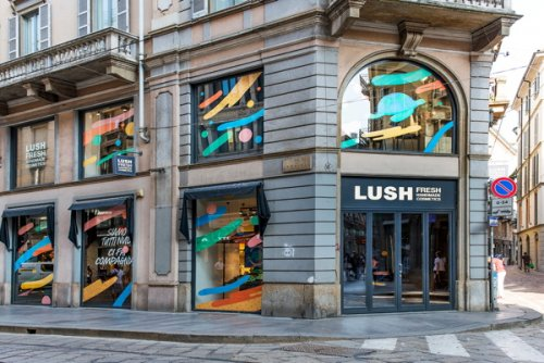 Magasin Naked, sans emballage plastique, de Lush - Photo : © Courtesy of...